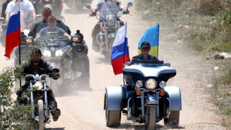 Но сякаш на земята е по-уверен, особено на мотошоу в Севастопол