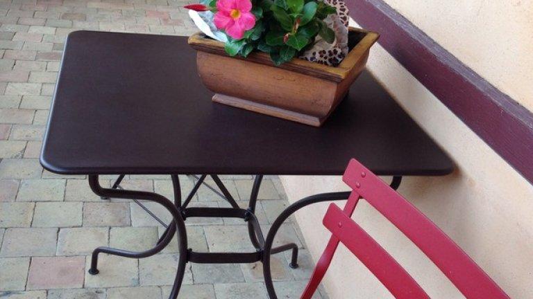 Французите се хранят три пъти на ден,много обилно. В ресторант не сервират кафе в часовете за хранене.