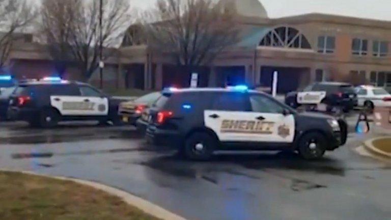 Агенти на ФБР и полиция са на мястото на инцидента