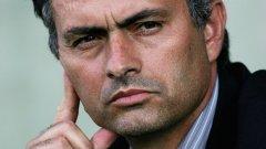 Жозе Моуриньо като току-що назначен треньор на Челси преди 11 години. Младолик, почти без бръчки по лицето.