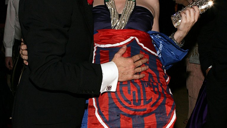 Преди време Виго се появи на наградите Оскар със знаме на Сан Лоренсо, с което украси бременната Кейт Бланшет