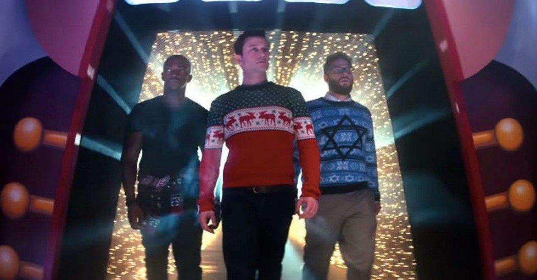 """""""Купон преди Коледа"""" (2015)  """"The Night Before"""", преведен за българската публика като """"Купон преди Коледа"""", излиза през 2015 г. С него на моменти зрителите плачат, в други се заливат от смях. Сет Роугън, Антъни Маки и Джоузеф Гордън-Левит допринасят за това, играейки приятели от години, които търсят място в Ню Йорк за предколеден купон. Имайки предвид, че коледните филми не държат първенство в оценките на зрителите и критиката, този е от малкото, които може да си причините."""