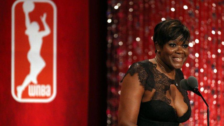 Шерил Суупс Състояние около 50 млн. долара Една от емблемите на дамския баскетбол, спечелила и три златни олимпийски медала, профуква всичко през 2004-та година. Определяна за женския Майкъл Джордън, Суупс прахосва изкараните пари за бижута, коли, къщи и няколко неуспешни вложения.
