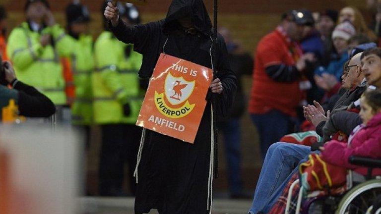 Феновете на Ливърпул отново протестират срещу собствениците на клуба