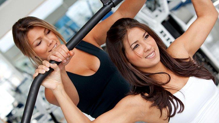 11. Намерете си тренировъчен партньор Похвалете се пред приятели, че имате цел да отслабнете. Започнете да тренирате с познат. Ако трябва, докато свикнете с обстановката във фитнеса, наемете си инструктор, който да ви въведе в правилното изпълнение на упражненията. Така постоянно ще има някой, който да ви държи в поставените от вас граници.