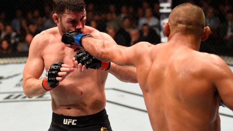 """Срещу Майкъл Биспин II, 8 октомври 2016 г., UFC 204 Седем години след онзи нокаут, Биспин искаше реванш. Хендерсън обаче имаше шанс да се оттегли, печелейки титлата в средната категория. Манчестър приветства своя любимец, но частичните освирквания след съдийското решение в полза на Биспин показа каква легенда всъщност е Хендо. 46-годишният ветеран не успя да се оттегли с победа и титла, но както самият той каза след мача: """"Не беше лошо за старец, нали?"""""""