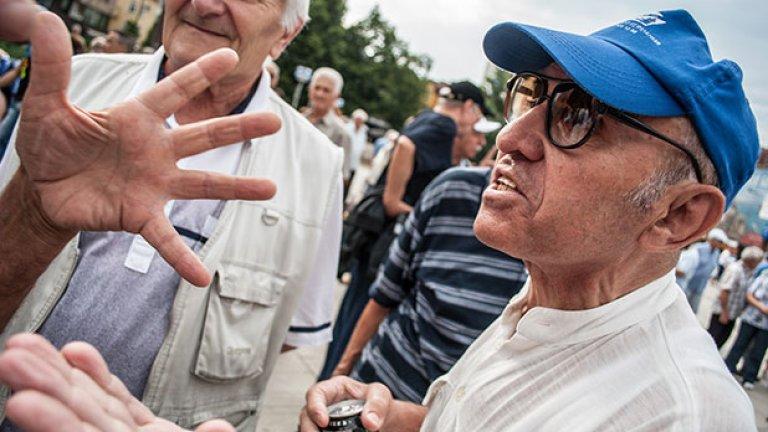 Стари и по-стари партийни активисти бистрят политиката