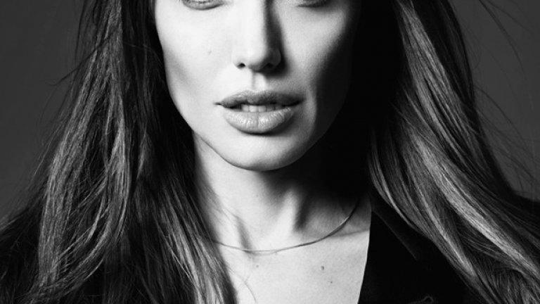 Джоли твърди, че с Брад Пит са по-заинтересовани един от друг от всякога, а връзката им продължава да бъде силна, въпреки всички обрати и трудности, с които са се сблъскали