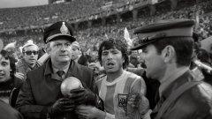 Вижте в галерията някои от най-големите намеси на политиката във футбола...