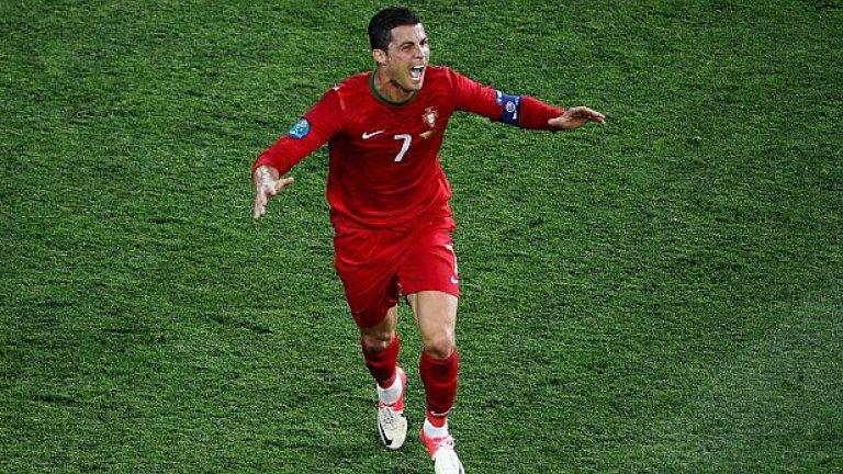 Роналдо също води задочен спор с Меси, а кариерата му на национално ниво безспорно е по-добра от тази на аржентинеца. Днес Кристиано може да вземе втори трофей с Португалия след европейската титла от 2016-а