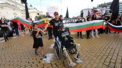 На шествието присъстваха омбудсманът Мая Манолова и депутати от БСП