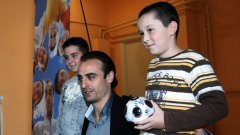 """Чрез фондацията си """"Димитър Бербатов"""" нападателят на Манчестър Юнайтед, съвместно с """"Данон Сердика"""" организира кампанията """"Активни и здрави"""""""