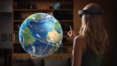 HoloLens на Microsoft е технология за смесена реалност, която се обляга много на AR и обещава големи неща. Дата на излизане за потребителската версия обаче все още няма