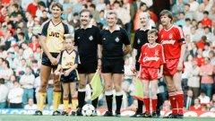 """Назначен на поста навръх стогодишнината на клуба три сезона по-рано, Джордж Греъм вече е побеждавал Ливърпул във финала за Купата на Англия през 1987 г. с 2:1 след двата точни изстрела на Чарли Никълас. Но на 26 май на """"Анфийлд"""" излиза с цели петима защитници!"""