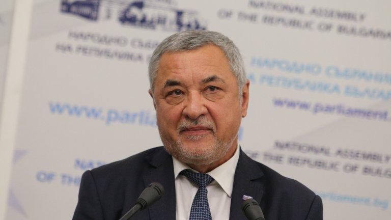 Според лидера на НФСБ няма нищо по-естествено от обединението между двете формации, възможно било и обединение с КОД на Петър Москов