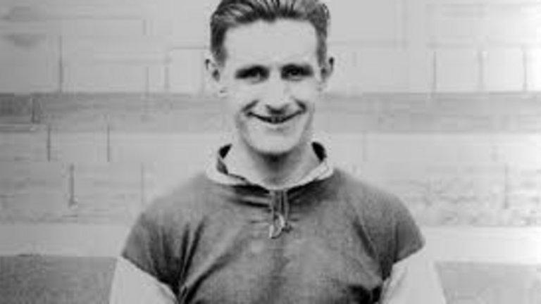 """Вик Уотсън, Уест Хем - 326 гола Купен е за 50 паунда от Уелингборо и оправдава напълно трансферната си сума, прекарвайки 15 години в Уест Хем между 1920-1935. Уотсън има 13 хеттрика за """"чуковете""""."""