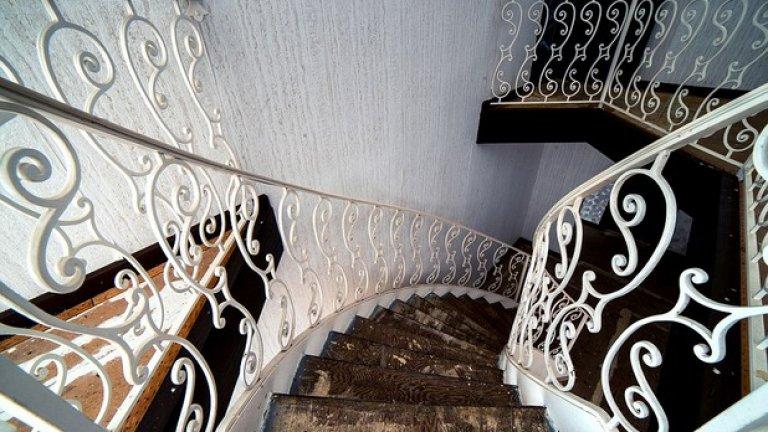 Тези стълби не са годни за стъпване