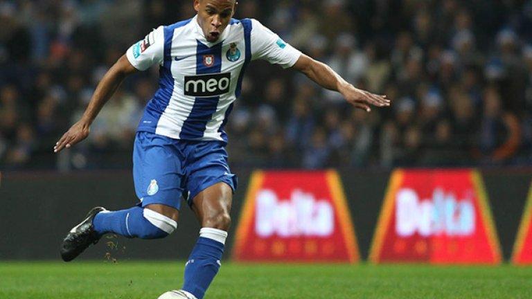 24. Фернандо -  Английският шампион се пробва за полузащитника на   Порто през зимата, а сега ще направи нов опит