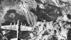 Разузнавателни полети и въздушни снимки показват разработката и производството на германски оръжия с голям обхват