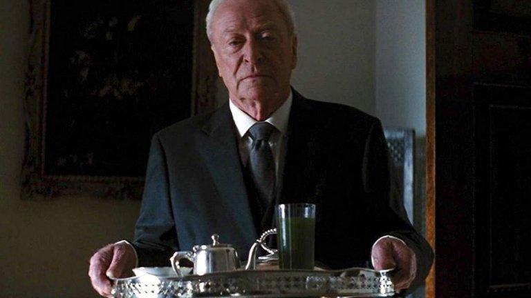 """Заради това, че остава актьор, успява да работи и с Кристофър Нолан, който иска Кейн да играе иконома Алфред в трилогията за Батман """"Черният рицар"""". Освен тези три филма, британският актьор работи с Нолан и в """"Престиж"""", """"Inception"""" и """"Interstellar""""."""