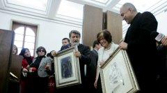 В помощ на Вежди Рашидов: от тази снимка се вижда, че премиерът е любител не само на театъра, но и на изобразителните изкуства...