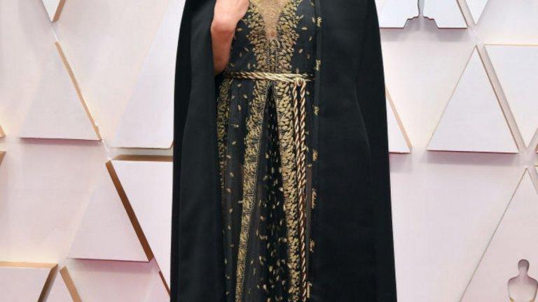 Натали Портман   Роклята на Портман не е просто дизайнерско творение, а истински феминистки манифест. Тоалетът на Dior има допълнително избродирани имената на жени режисьори и е форма на протест срещу това, че дамите не получават номинации в тази категория.