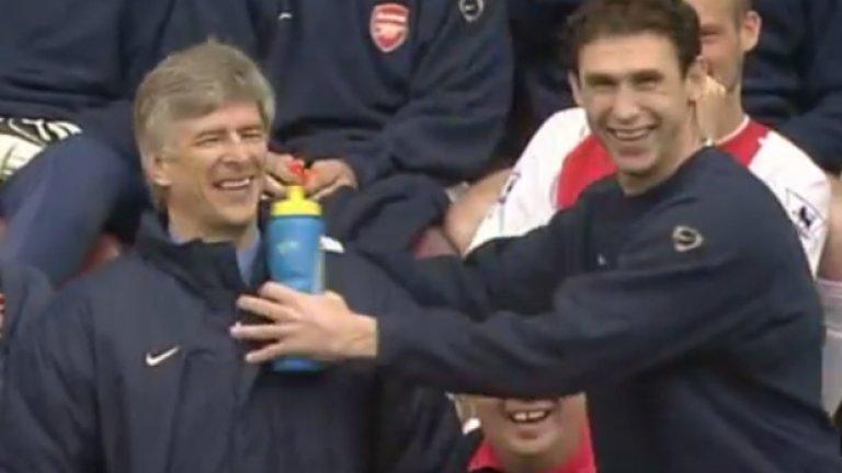 """15. Мартин Кион (1996-04). Новата ера за Арсенал трябваше да настъпи, но без участието на Кион и Адамс, нямаше как да стане. Бранителят бе жизненоважен за Венгер и лидер в съблекалнята. През 2004-а не беше титуляр много често, но в кухнята на отбора бе от тарторите. А, и да не забравяме онова """"малко"""" спречкване с Рууд ван Нистелрой. Да, толкова обичаше Арсенал!"""