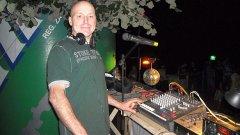 20 години по-късно - един DJ се завръща при родната си публика