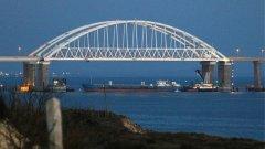 Русия започна да се налага силово в Азовско море през 2015 г., когато започна строителството на дълго планирания мост над Керченския проток