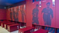 Как седят в съблекалнята: Меси е в центъра, Лукаку искал мястото на Дрогба, Кийн тормозел Пике