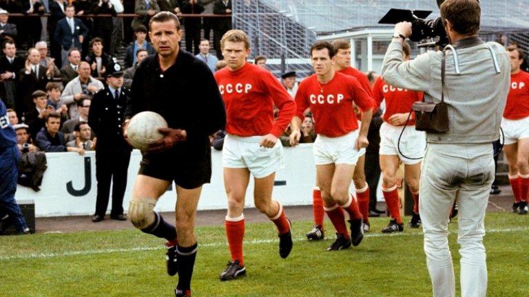 """Феновете в СССР почупиха къщата му и го освиркваха по стадионите, но Черния паяк взе """"Златната топка"""""""
