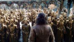 """""""Хобит: Битката на петте армии"""" (19 декември в България и в САЩ)  """"Хобит"""" трилогията на Питър Джаксън обещава епичен завършек в """"Битката на петте армии"""". Бъдещето на Средната земя виси на косъм, а Билбо Бегинс ще трябва до последно да се бори за живота си и този на своите приятели, докато расите на джуджетата, елфите и хората са принудени да се обединят пред общата заплаха."""