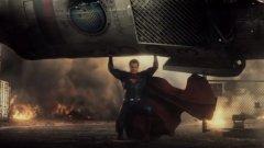"""Трейлърът на """"Батман срещу Супермен: Зората на справедливостта"""" разкрива отново мрачна вселена. Но от това ли имат нужда киноманите?"""