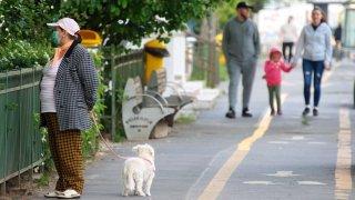 ...но се сблъска със застаряващо население, бягащи млади и COVID-19
