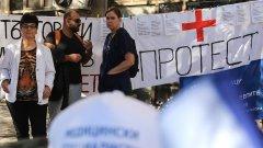 """По-рано в сряда протестиращите блокираха кръстовището на бул. """"Мария Луиза"""" и бул. """"Александър Стамболийски""""."""