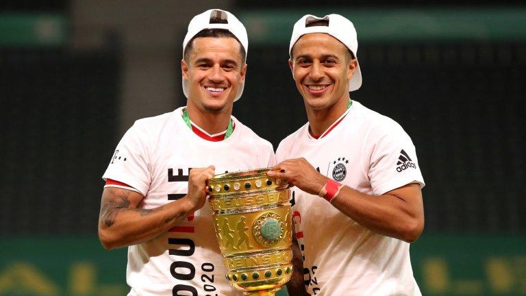 Бившата звезда на Ливърпул - Филипе Коутиньо, и най-вероятно бъдещата такава - Тиаго Алкантара, с купата на Германия