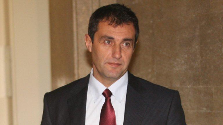 Базите вече са под шапката на Свилен Нейков