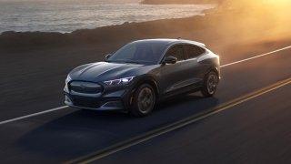 Mustang Mach-E - класическа американска мощ, но на ток