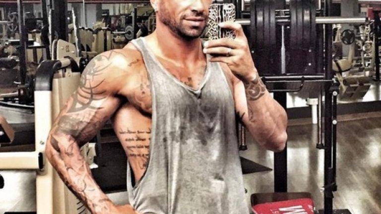 Днес той има хиляди последователи в Instagram, които се наслаждават на впечатляващата му мускулатура