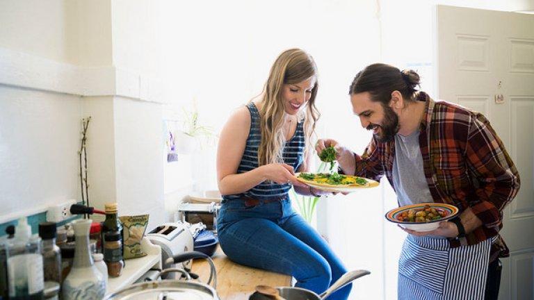 2. Не приготвяте храната си предварително Предварителната подготовка на храната е ключов елемент за постигането на фитнес цели. Приготвяйте храната си за няколко дни напред или поне за един цял ден. Друг съвет, който може да помогне е да не съхранявате джънк храна. Ако около вас няма нездравословни храни, а тези, които са ви нужни са предварително приготвени, шансът да нарушите диетата си ще е значително по-малък. Ако се провалите в планирането, то планирате провала си.