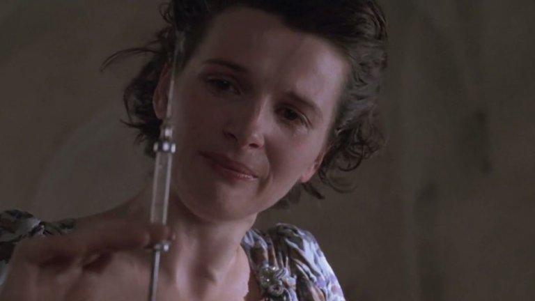 """""""Английският пациент"""" За участието си в """"Английският пациент"""" (English Patient, 1996) на Антъни Мингела Жулиет печели и """"Оскар"""" за най-добра актриса в поддържаща роля, и """"Сребърна мечка"""" от Берлинале през 1997 г. Историята на обречената любов, видяна през очите на медицинската сестра Хана, естествено печели """"Оскар"""" и за филма. Бинош играе в компанията на Ралф Файнс, Кристин Скот Томас и Колин  Фърт."""