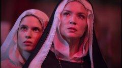 """""""Бенедета""""  Майсторът на провокациите в киното Пол Верховен ни отвежда в ренесансова Италия и ни запознава с монахинята Бенедета - игуменка, отдадена на Бог, но тормозена от еротичните си хомосексуални фантазии. Тя пази плътските си желания в тайна, докато  нейната помощничка не показва, че е физически привлечена от нея и с удоволствие ще пренесе картините от въображението ѝ в реалността.   """"Бенедета"""" е адаптация по романа """"Неприлични действия: животът на монахиня лесбийка в ренесансова Италия"""" на Джудит К. Браун, считащ се за един от първите документи, свидетелстващ за хомосексуална връзка в религиозните среди."""
