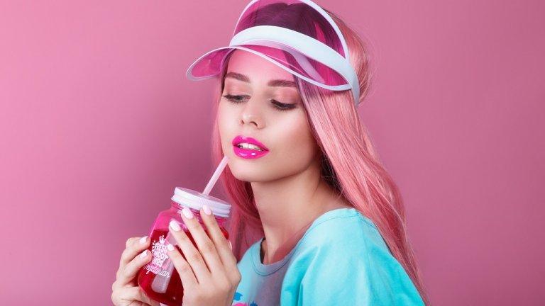 Бира с по-малко калории, послания за приятелство и борене на стреса... Как алкохолната индустрия привлича жените купувачи и колко опасно може да е това