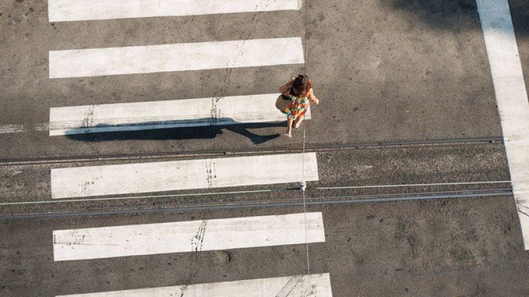 През 2011 година именно на пешеходна пътека загина дъщерята на Нели Петрова - Лора, след като беше блъсната от моторист, карал с превишена скорост. Съдът обаче прецени, че тя е допринесла за смъртта си.