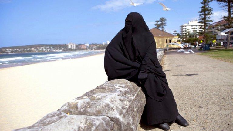 Саудитските жени се борят за правата си от години, но все още консервативните духовници са много силни в страната