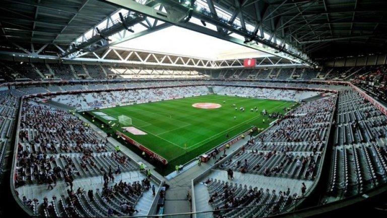 """Стадион """"Пиер Мороа"""" в Лил е с капацитет 50 186 места и в групите там ще играят Германия – Украйна (12 юни), Русия – Словакия (15 юни), Швейцария – Франция (19 юни), Италия – Ейре (22 юни) и един четвъртфинал на 1 юли."""