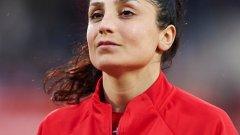 Надя беше водещ голмайстор в клубния си отбор Портланд Торнс миналия сезон. За да стигне до успехите си във футбола обаче, тя е преживяла много в родината си Афганистан