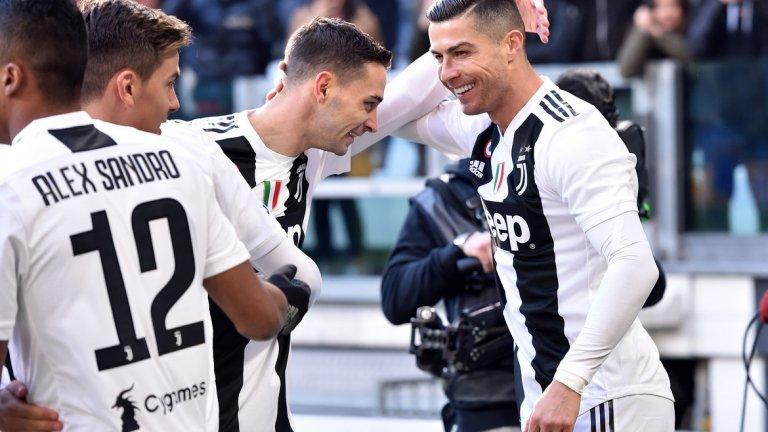 2. Кристиано Роналдо (50 гола в 70 мача)  И на 35 г. Кристиано продължава да се доказва на най-високо ниво и да играе според собствените си изключителни стандарти. Но кой се оказа малко по-бърз от него при достигането на 50 гола?
