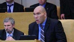 """Николай Валуев. През 2011 г. бе избран за депутат от регионалното отделение на """"Единна Русия"""" в Кемеровска област. В момента е член на парламентарната комисия по физическа култура, младежта и спорта."""
