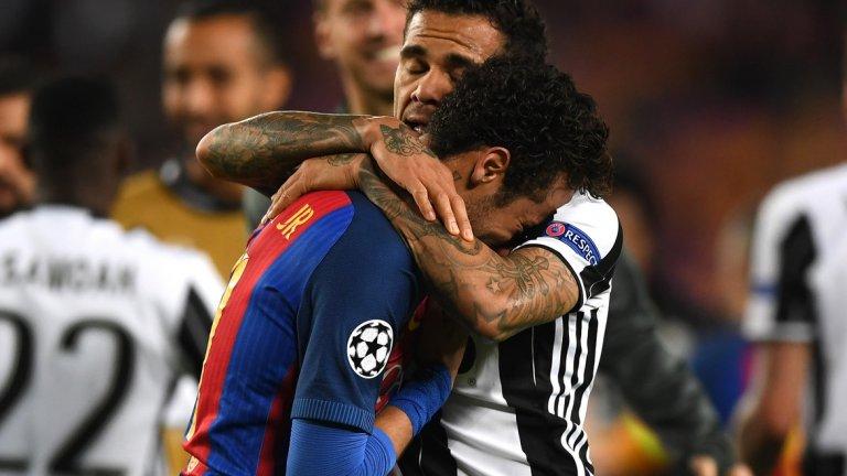 """Дани Алвеш се хвърли здраво срещу бившите си съотборници от Барселона и накрая трябваше да утешава Неймар. Ето пет неща, които научихме от мача на """"Камп Ноу""""..."""